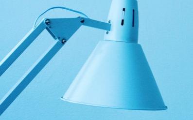 Prawidłowe oświetlenie biurka - 7 porad
