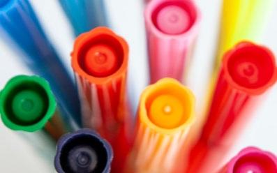 Flamastry do tkanin, pachnące pisaki i inne specjalne mazaki szkolne